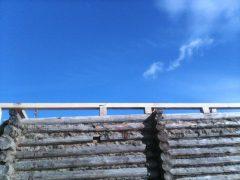 монтаж нижней обвязки крыши на сруб дома
